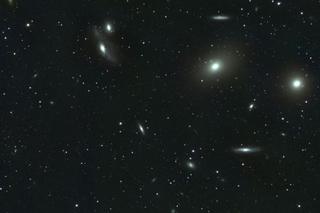 おとめ座銀河団の写真(M86付近).png